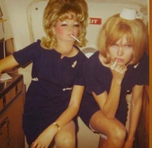 airhostesses-smoking